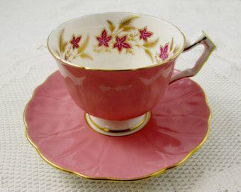 Taza de té azul Aynsley y platillo con gran rosa por TheAcreage