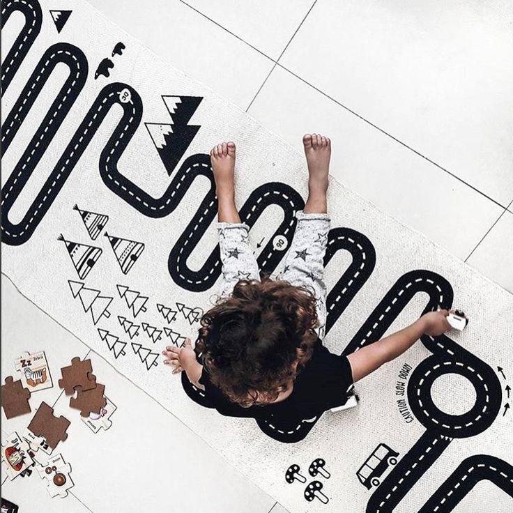 🏎 Denna billbanmatta är definitivt en bästsäljare  ! Man kan ju åka på äventyr även om man är hemma .   📷: @raquelcanas    #barnrum #kidsroom #barnrumsinredning #kidsdecor ⠀ #finabarnsaker #kidsinterior #kidsdesign #kidsperation #barneroom #inspirationforpojkar #kidsinspo #kidsdeco⠀ #nordickidsliving #kidsperation #myroom #barn #exklusiv #baby #inspirationforflickor #barnruminspo #barnrumsdetaljer #barnrumsinspiration #finahem #finabarnsaker #barnerum #mittbarnerom