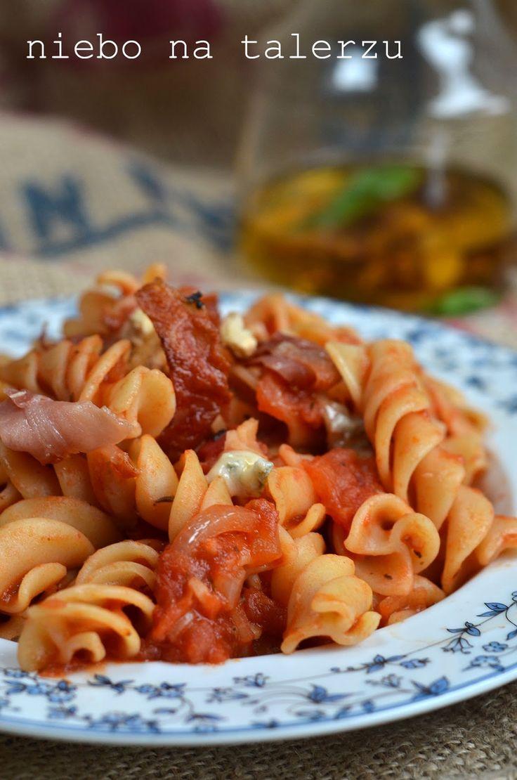niebo na talerzu - makaron w sosie pomidorowym