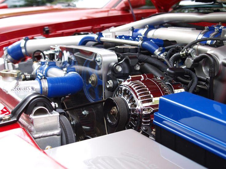 Electromotorul este dispozitivul ce are capacitatea de a transforma energia electrică în energie mecanică. Pentru a realiza acest lucru, se folosește de forțele electromagnetice. El este cel care antrenează motorul cu combustie internă, pentru a stabili pornirea de pe loc. Este fixat pe corpul motorului, iar dimensiunea lui este direct proporțională cu cea a puterii…