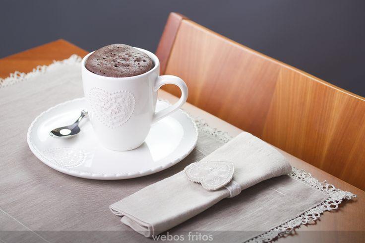 Un mug cake de chocolate y naranja muy fácil de hacer: ingredientes de los que tienes en casa, una taza bonita, batir con un tenedor ¡y al microondas!