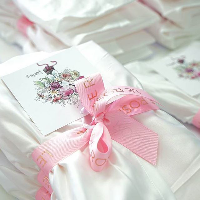 Pretty pink bows! 🎀 All of our robes arrive signed, sealed and delivered in style💗LR xx