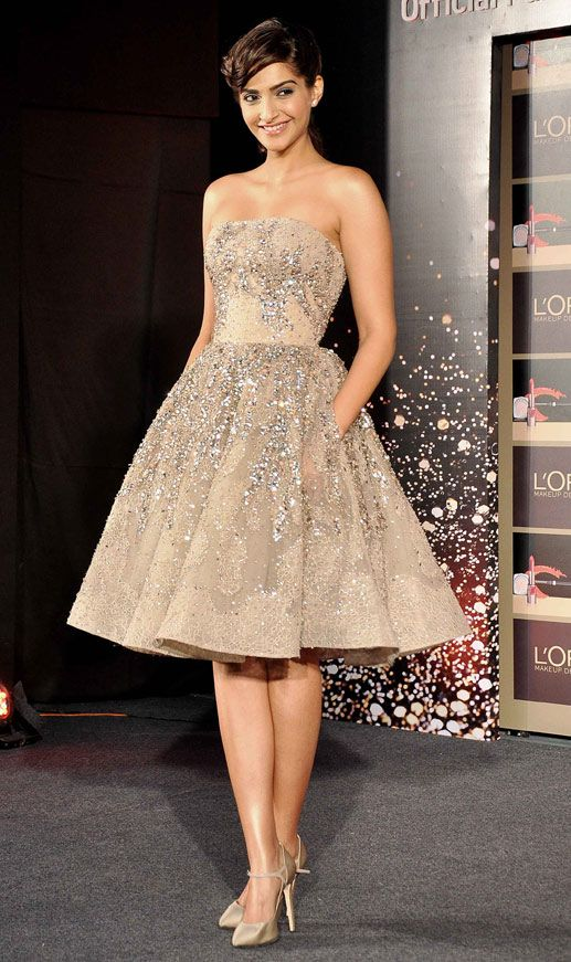 Snapshot: Sonam Kapoor looks breathtaking in a sequined Elie Saab outfit - Bollywood dress Hollywood sequins lace beautiful