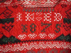 Den här tröjan och gamla delsbodräkten ska jag ha på vårt bröllop i juni. Vi ska ha delsbodräkt båda två, jag och fästmannen.Visst är den ...