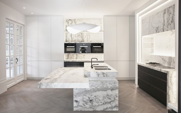 Marmeren keuken |  #marmer #keuken #kitchen #inspiration #keukenblad #keukenapparatuur #inspiratie #interieurdesign #interiordesign
