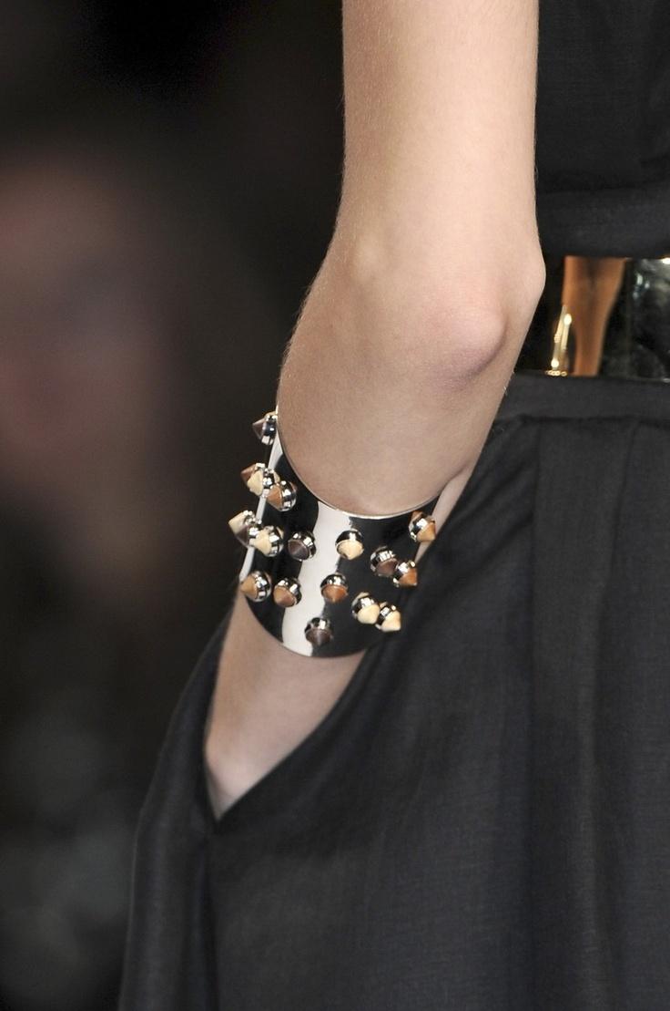 : Cuffs Bracelets, Jewelry, Cuff Bracelets, Anoukblokker Braceletsstyle, Accessories Isn T, Arm Candies, Arm Candy Bracelets, Bags Accessories