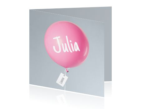 Leuk en simpel geboortekaartje met een mooie roze ballon op een zilver grijze achtergrond voor een meisje. Aan het ballonnetje hangt een label met de naam.