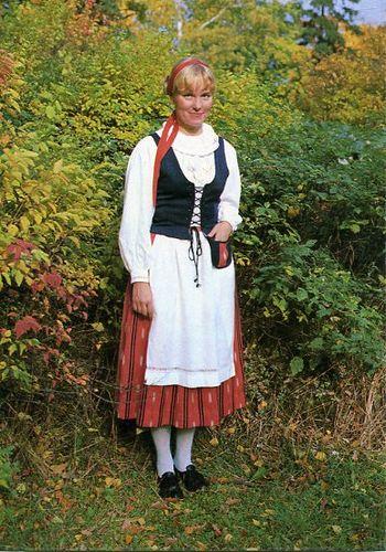 Finnish national costumes Hauho, Häme South-Finland Photo: Antero Pietilä Seurasaari-tuote