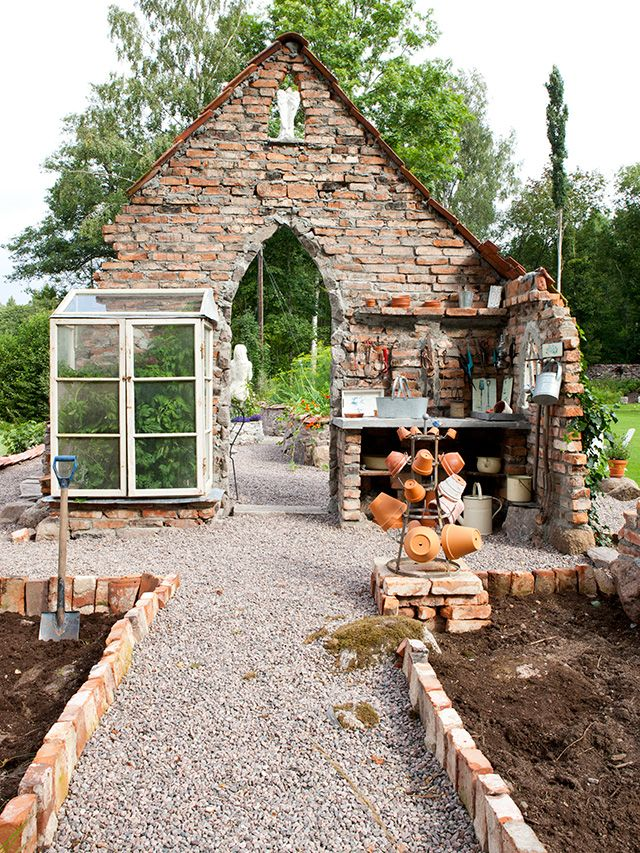 Great use of old bricks, area for planting, pot drying rack etc etc etc Made In Persbo: En plats att odla