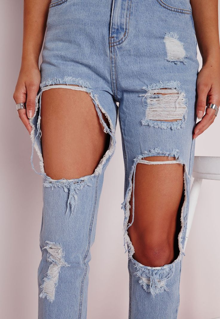 Missguided - Extreme Rip Mom Jeans Bleached Blue