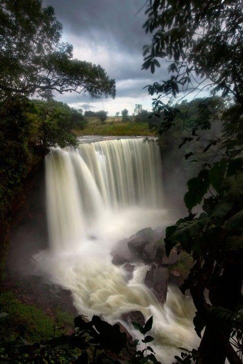Cachoeira da Fumaça, 2013, é uma fotografia fine art de Araquém Alcântara disponível em tiragem limitada em http://www.fotospot.com.br/catalogo/araquem-alcantara/aal-020-araquem-alcantara-cachoeira-da-fumaca/