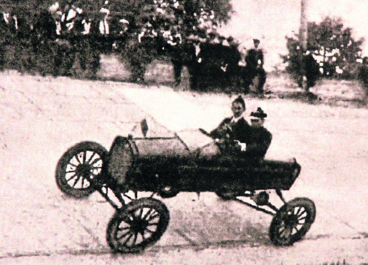 Wyścigi Fordów na helenowskim torze w Łodzi, 1926 r.