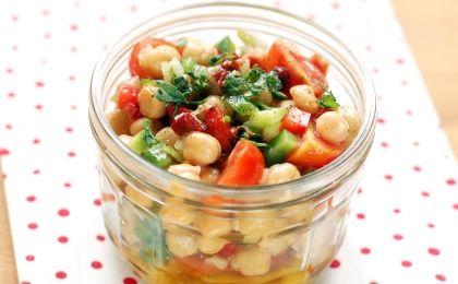 Csicseriborsó-saláta