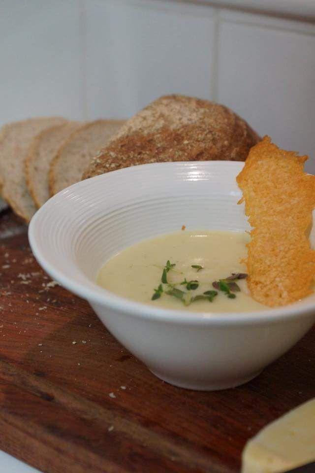 jordärtskockssoppa med parmesanchips