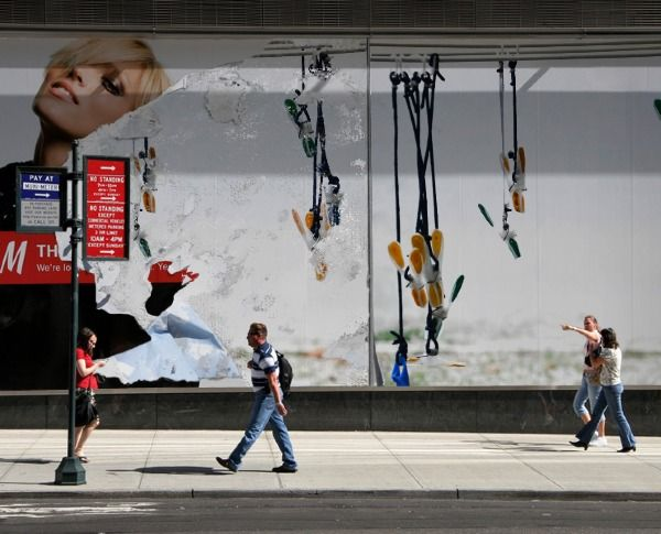 angeloarte: Poster ripped. Manifesto strappato.