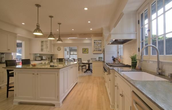 Photos of Kitchen Islands Complete with Different Styles and FunctionsBig Island
