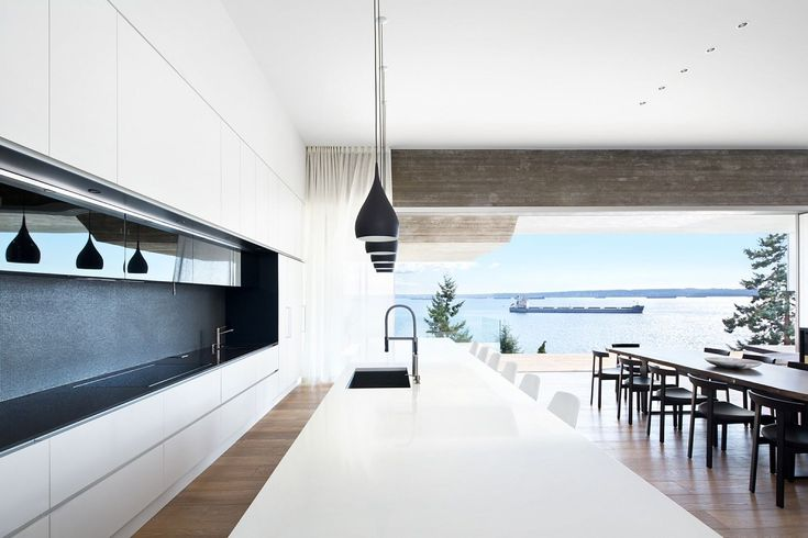 Sunset House: Exhilarating Ocean Views Laced with Luxurious Minimalism
