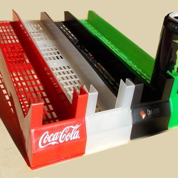Finalidade de uso: Acondicionar embalagens de bebidas em Latas de aluminio, garrafas pet e vidro de até 600ml e outros recipientes similares. Cor Padrão, incolor. Opcionalmente podemos produzir em cores personalizadas, para quantidade minima de 35 caixas com 30 unidades cada. Produto elaborado em plástico inquebrável para interior de refrigeradores…