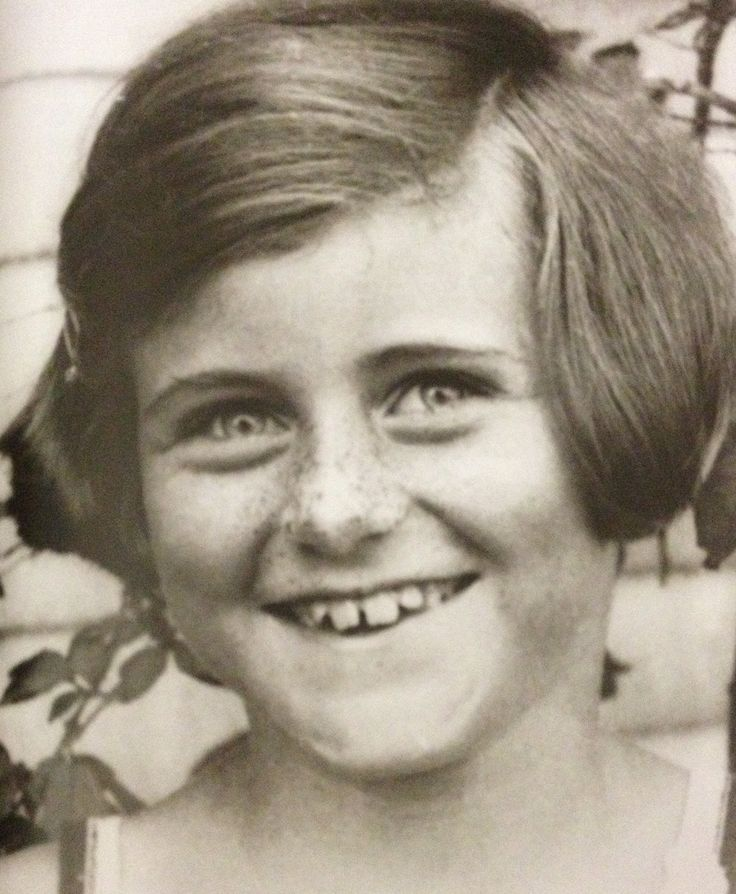"""Kathleen Kennedy in Hyannis Port, August 1928. ❋  ❤❀❤✿❤✿❤✿❤❀❤❋  Kathleen Agnes """"Kick"""" Kennedy (February 20, 1920 – May 13, 1948), was the fourth child and second daughter of Joseph P. Kennedy, Sr. and Rose Kennedy. She was a sister of future U.S. President John F. Kennedy and widow of the heir apparent to the Dukedom of Devonshire.  http://en.wikipedia.org/wiki/Kathleen_Cavendish,_Marchioness_of_Hartington     http://en.wikipedia.org/wiki/Hyannis,_Massachusetts"""