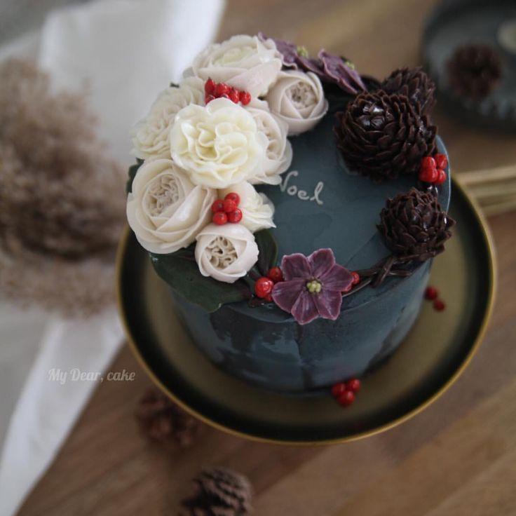 - 유난히 겨울이 그리운 올해 여름  모스크바 수업을 위한 가을-겨울 케이크 디자인 ✌️ - #flowercake  #koreacake #decocake #cakedesign #cakeart #artist #certificate #cakeartist #baking #bakingclass #cakeclass #mydearcake #bakingstudio #플라워케이크 #flowercakeclass  #cakeclass #เค้กช่อดอกไม้ #เค้กดอกไม้ #鮮花蛋糕 #christmas #christmascake