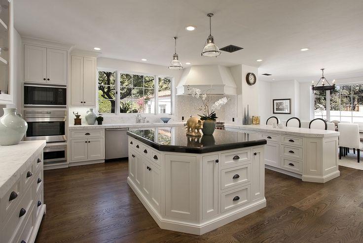 Белая кухня в интерьере (60 фото) | Белый кухонный остров ...