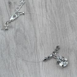 Bracelet mariage LEANNA.  Bracelet mariage sur fil nylon transparent et plaqué argent composé de perles en cristal Swarovski crystal argent et d'un cabochon poire Swarovski serti par mes soins.