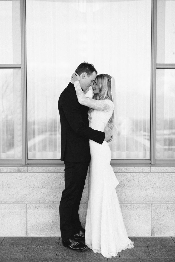 Bruid en bruidegom, zwart-wit foto #weddingphoto #trouwfotografie