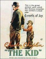 CINE(EDU)-492. El chico = The Kid. Dir. Charles Chaplin. Estados Unidos, 1921. Comedia. Unha muller sumamente pobre, vese na necesidade de abandonar o seu fillo nunha casa de millonarios, aínda que por unha serie de circustancias o neno rematará sendo coidado por un vagabundo que se converte así no seu pai. 5 anos despois a nai, convertida nunha popular cantante, quere recuperar o seu fillo pero neno e vagabundo tratarán de impedirllo. http://kmelot.biblioteca.udc.es/record=b1476070~S1*gag