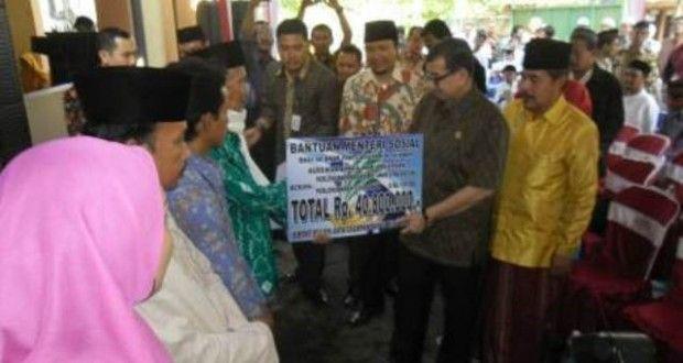 """""""Pasuruan ini ada gunungnya, ada lautnya, orang miskinnya juga ada. Semoga Pak Menteri kerasan. Kabupaten Pasuruan merupakan kawasan segitiga emas perekonomian, tapi masih banyak angka kemiskinan. Saya malu sebenarnya membuka tapi karena pak menteri jadi saya sampaikan,"""" kata Irsyad Yusuf dalam sambutannya di Panti Asuhan Al-Hikmah, Bangil, Minggu (25/8/2013)."""
