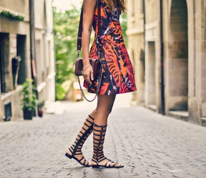 gladiadora-rasteira-looks-como-usar-vestido-estampado: