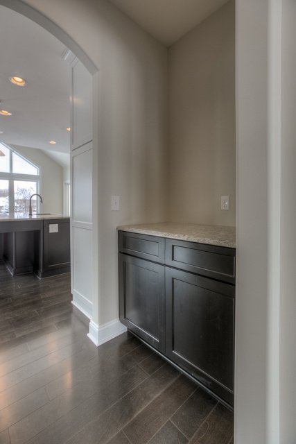 Built-in bar and/or desk area