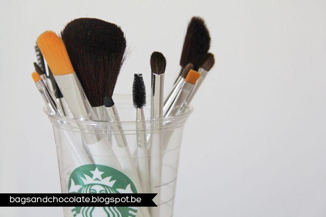 #1810 Professionele e.l.f.-set met 12 kwasten http://www.eyeslipsface.nl/brands/essentiel/makeup/kwasten/kwasten-applicators