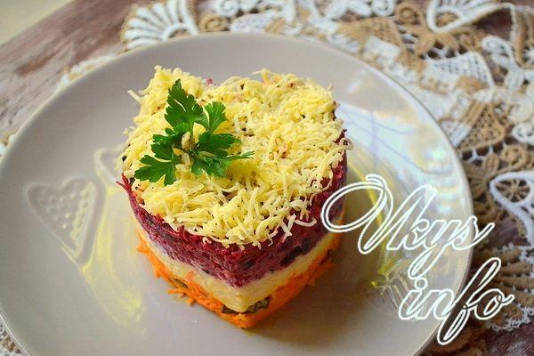 Никто доподлинно вам не ответит, откуда пошло такое интересное название – салат «Любовница». Но одно точно, такое блюдо способно превратить скучный бытовой ужин в семейный романтический праздник. В э…