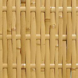 As esteiras e treliças de bambu podem ser usadas em fechamentos diversos, forros, revestimentos de parede, divisórias, biombos, pergolados, etc.