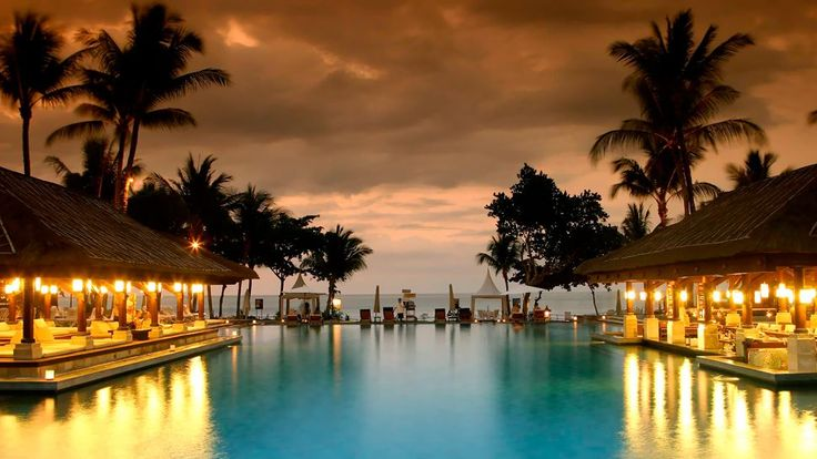 Privately tucked away in the exclusive Jimbaran Bay, this property nestles amidst 14 hectares of tropical garden. Bounded with pristine white sandy beaches, this resort is beautifully designed and boasts ornamental ponds, winding lagoon and aesthetic stonework. Keeping in mind the natural surroundings, InterContinental Bali Resort offers 418 rooms that are a perfect blend of Balinese architectural design and modern day furnishings.