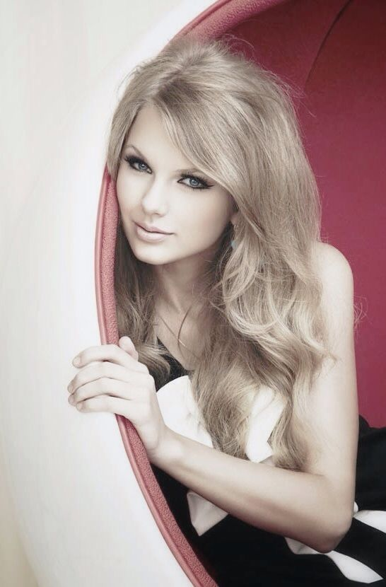 Taylor Swift is like my idol, my role model and my most favorite singer!! She is really pretty and really talented!! I went to her Red concert and she was just amazing! ❤❤❤