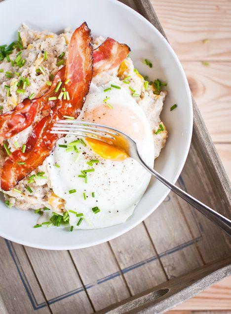 Slyšíte dobře, ovesná kaše na slano! Vločky jsou zdravější než pečivo a můžete je kombinovat s oblíbeným kořením, zeleninou, vajíčky či šunkou (slaninu nikdo nevidí! :-)); Greta Blumajerová
