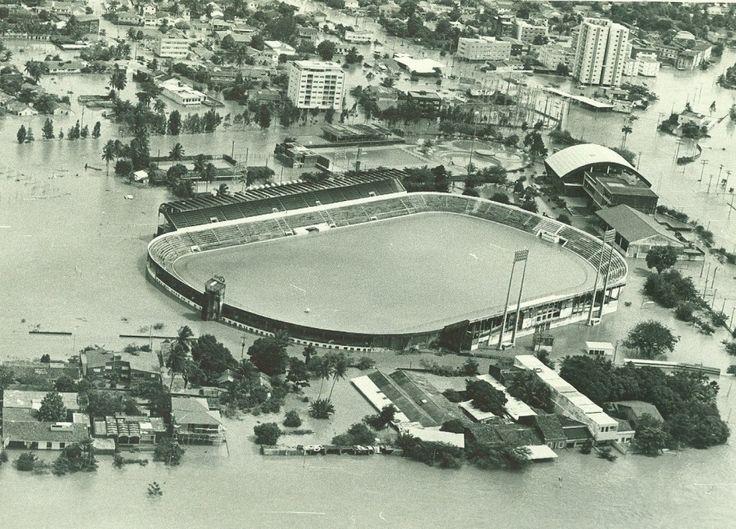 """""""Ilha do Retiro"""". Estádio do """"Sport Club do Recife"""", aka """"Sport"""", aka """"Sport-Recife"""". 1975. Cheia do """"Rio Capibaribe""""."""