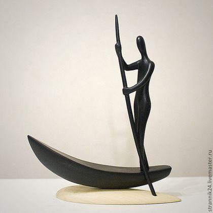 """Wooden interior figurine / Статуэтки ручной работы. Ярмарка Мастеров - ручная работа. Купить """"Странник"""" скульптура из дерева. Handmade. Черный, лодка, путешественник, осина"""