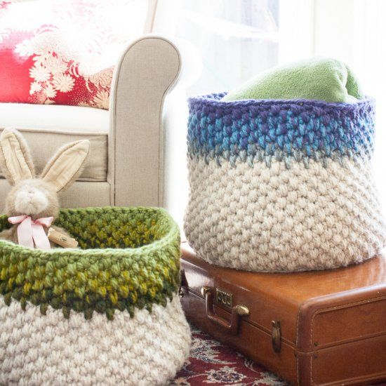Make a basket with this free pattern to hold blankets and pillows