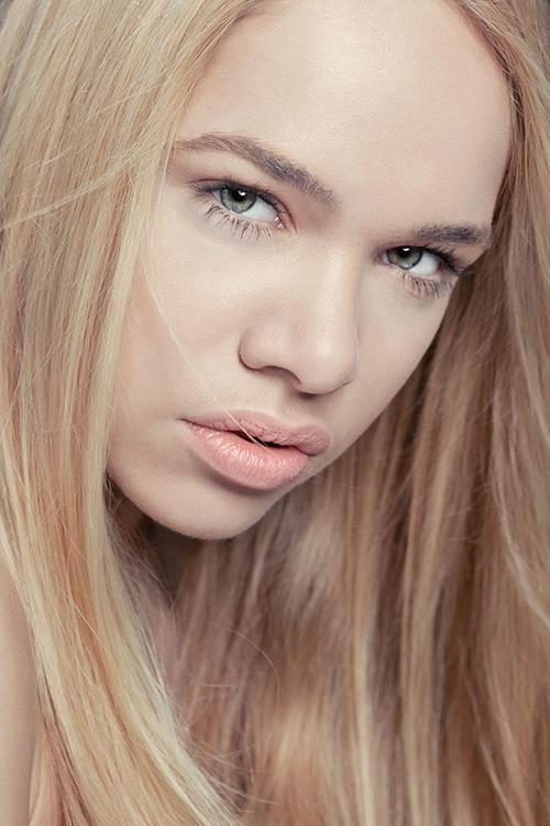 """Natural Beauties...""   © Ron de Wildt  Make-up & Hair: Cynthia Laclé"