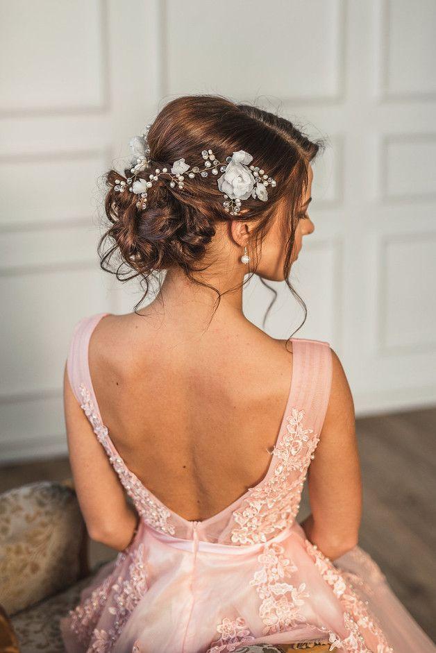 Exklusive Haaraccessoires - Designer Haarkamm mit echten Seidenblumen und natürlichen Süßwasserperlen. Dieses Haar-Accessoire besteht aus zwei Haarkämmen und ist mit Perlenhaar-Ranken...