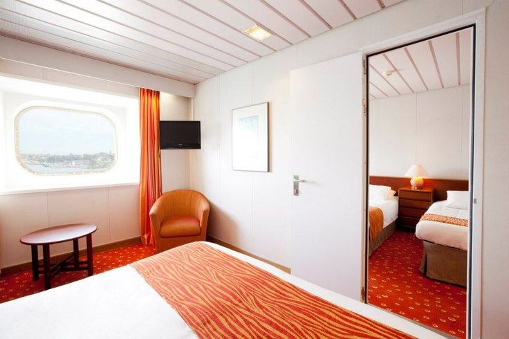 Interconnecting Cabins, Pacific Pearl