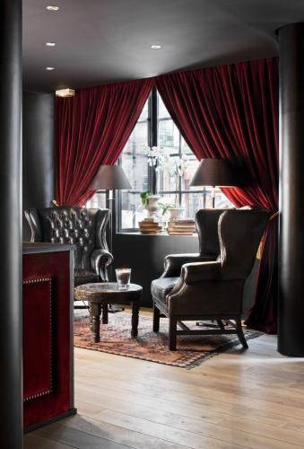 Imagine yourself sitting in one of these design chairs, reading a daily newspaper and sipping freshly brewed coffee...  *** Hotel Pulitzer Paris