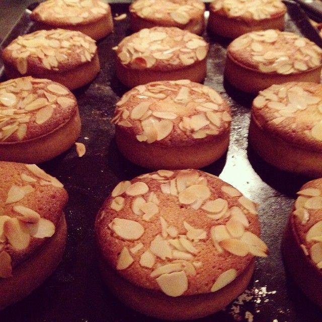 """Mi piace"": 19, commenti: 1 - BROKEN BISCUITS  PATISSERIE (@broken_biscuits_paris) su Instagram: ""Fig and almond cream tart #lemonandrumalmondcream #deliciousness"""