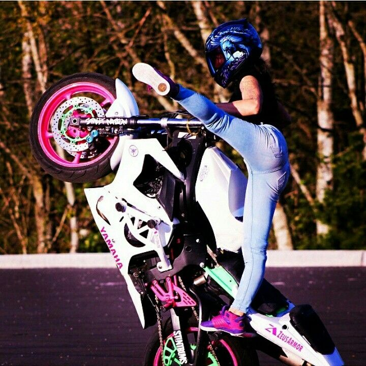 Sponsored Rider @drea253stunts is able to take her Ralph Louies to another level compliments of mad dedication and our shorty cheater subcage on her ZeusArmor equipped R6S #zeusarmor #dowork #yamaha #r6s #stunt