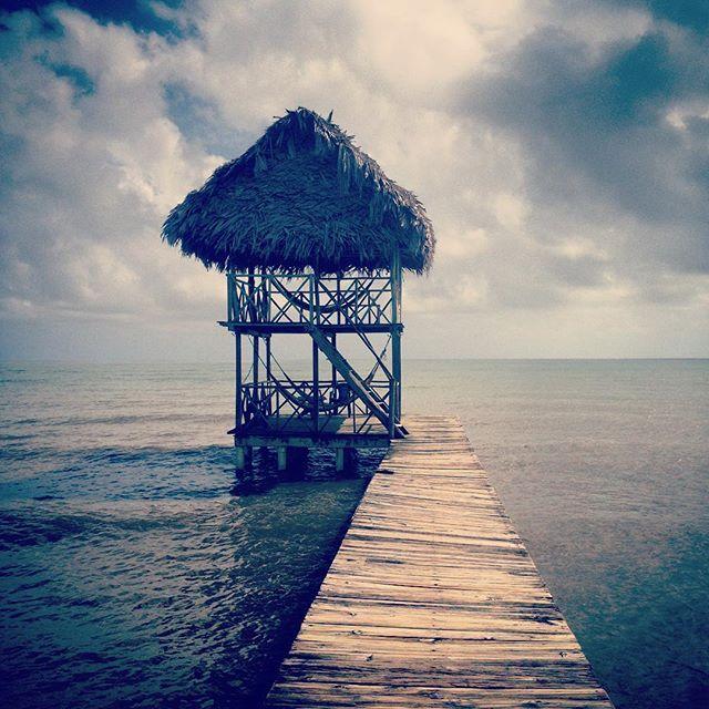 #guatemala #iwanttolivehere #closetoheaven #hotelsalvadorgaviota #explorandoguatemala #malavida #playa #Livingston #paraiso #rasta #travelphotography #lugaresimperdibles @lovelystreetsofficial