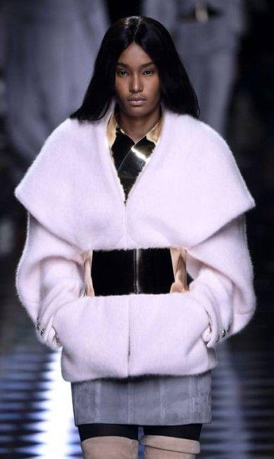 Com supermodelos na passarela, Balmain apresenta inverno 2017 em Paris