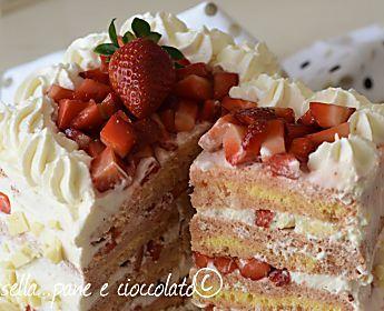 TORTA ALLE FRAGOLE IN 15 MINUTI come realizzare una torta delle grandi occasioni in pochissimo tempo ed in modo furbo!