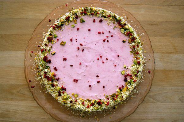 Hindbærfromagekage med nøddebund | sukkerhjerte